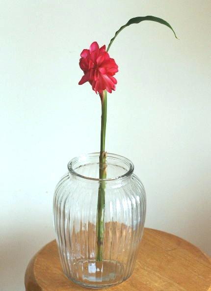 花瓶に花を固定する