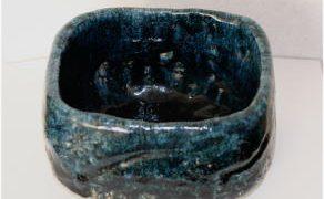 管理人の花器:紺深鉢