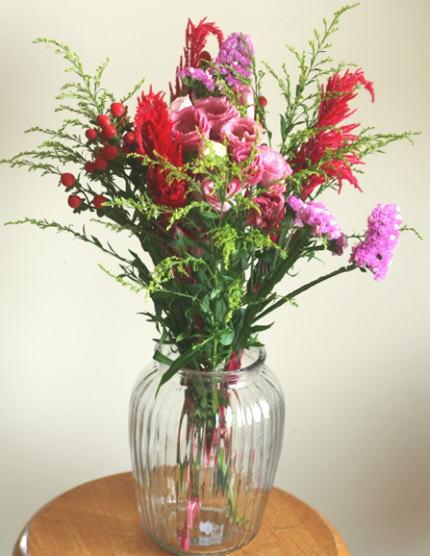 花留めで固定した花